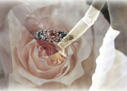 Une bague de fiançailles sur mesure, une signification unique et symbolique pour les futurs mariés